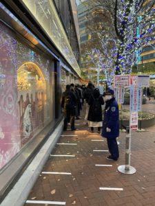 西銀座チャンスセンター1番窓口の列